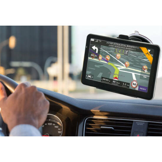 7'' GPS teljes Európa térképpel és autós tartóval